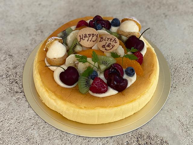 スフレチーズケーキ(フルーツのせ)