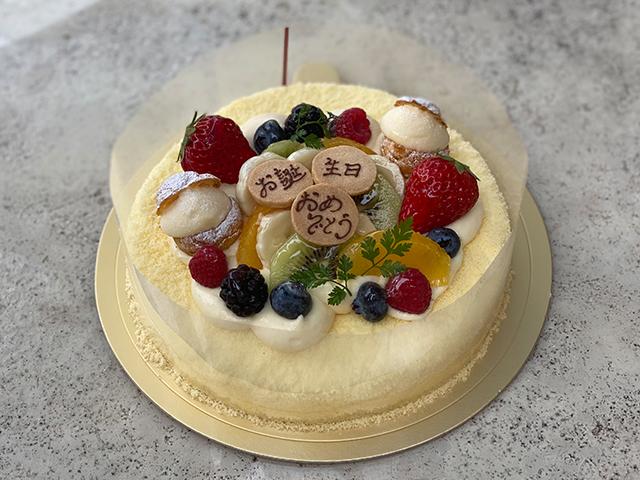 レアチーズケーキ(フルーツのせ)